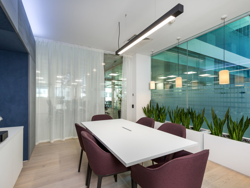 meeting-room-design-and-build-by-Oktra_2640x1980_acf_cropped