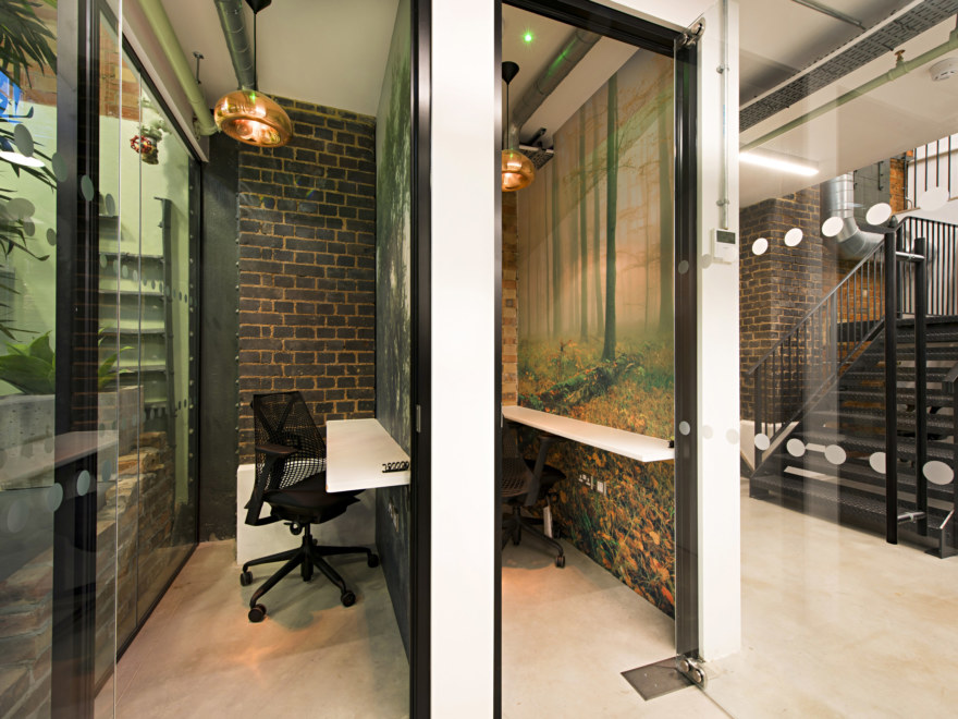 work-booths-office-design-by-oktra_2640x1980_acf_cropped