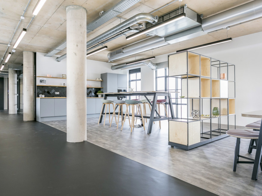 aitch-office-design-by-oktra1_2640x1980_acf_cropped